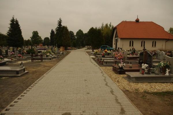 Nowe alejki na cmentarzu - Zaręba